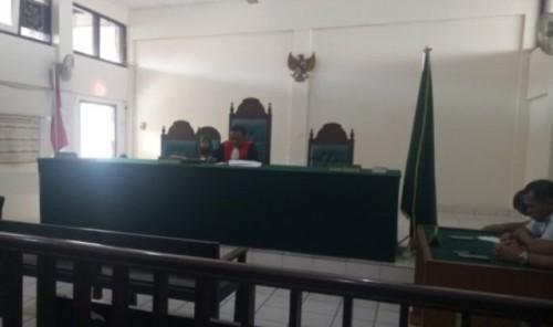 Suasana sidang praperadilan tersangka kekerasan siswa SMA Taruna Palembang di Pengadilan Negeri Klas I A Palembang, bertindak sebagai hakim tunggal, Yosidi, Kamis (8/8) (Foto Ant)