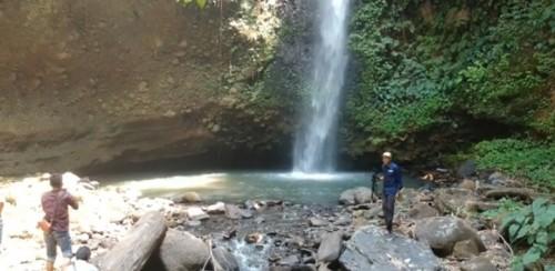 Air Terjun Way Mujin, di Desa Tanjung Baru Kecamatan Warkuk Ranau Selatan Kabupaten OKU Selatan. (Foto: Yogi/Istimewa)