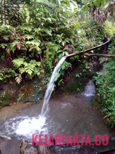 Sumber mata air way buha di Desa Sukaraja, Kecamatan Warkuk Ranau Selatan, Kabupaten Ogan Komering Ulu (OKU). Foto: Yogi