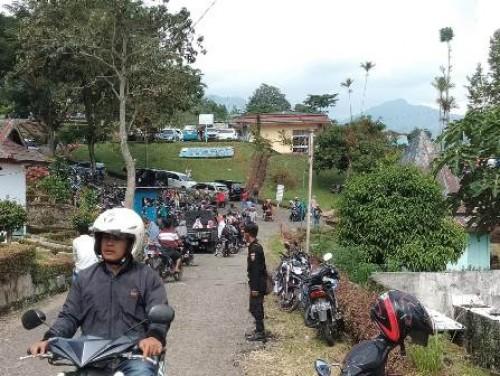 Pada hari kedu lebaran Idul Fitri 1440 H, pengunjung wisata Danau Ranau mulai terlihat ramai.