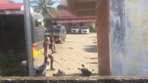 Kericuhan saat pleno rekapitulasi KPU Empat Lawang, Sumsel, Selasa (7/5/2019). (Foto: dok. Istimewa)