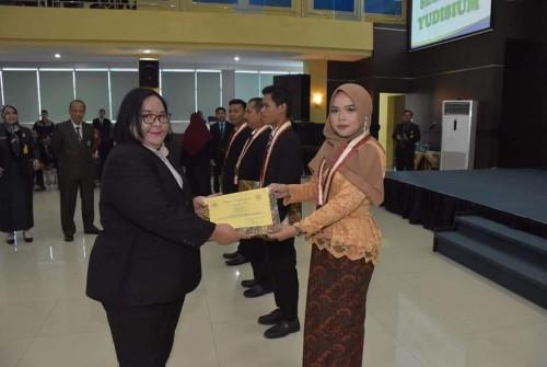 Alumni SMU N 1 BPR Ranau Tengah Dengan IPK 3,75,Menjadi Lulusan Terbaik Di FKIP Universitas PGRI Palembang